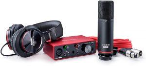 Focusrite micrófono tarjeta de audio y auriculares. Home studio audio pro